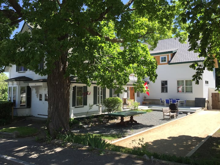 Charming Village Suite - 2BR / Up to 3 People