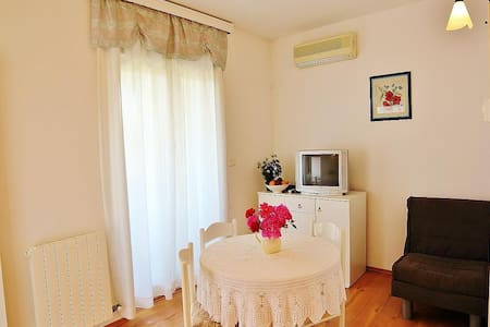 Villa Udovicic / One bedroom / balcony WHITE - Pula - Apartament