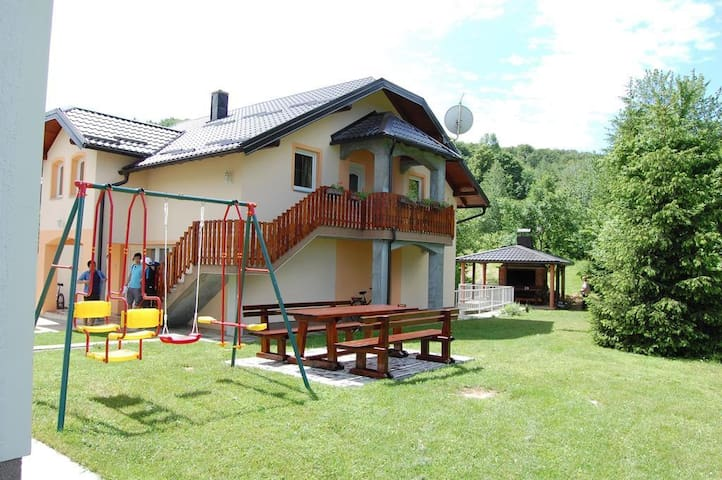 One bedroom apartment with air-conditioning Smoljanac (Plitvice) (A-14603-d)