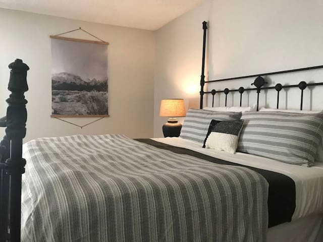 Spacious Master Bedroom near Zion National Park
