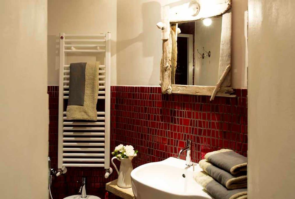 bagno doccia esterno ad uso esclusivo della stanza NIDO