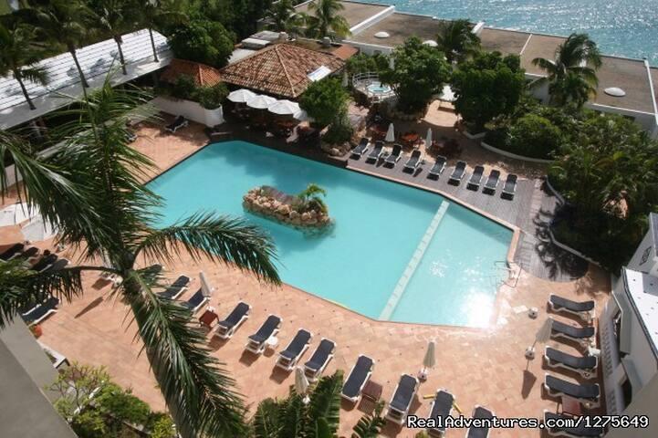 Caribeean gem pool villa