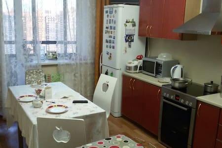 3комн. квартира на севере города (метро Парнас) - Sankt-Peterburg - Appartement
