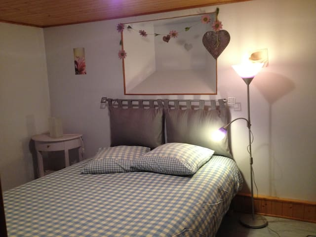Chambre à l'entrée d'Annecy au calme dans maison