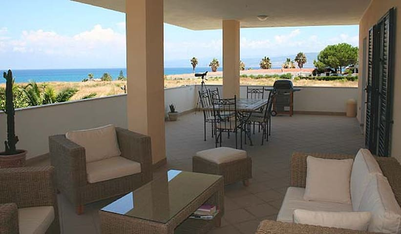 Stylish holiday apartment near Tropea