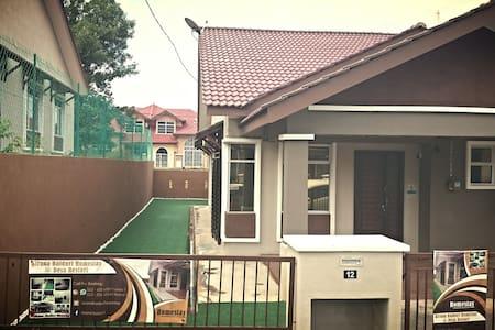 KiranaBaiduri guest house at Sepang - Sepang - House