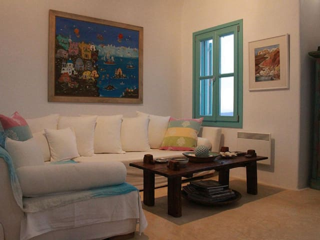 Style villa - just 15 minutes from the town of Oia