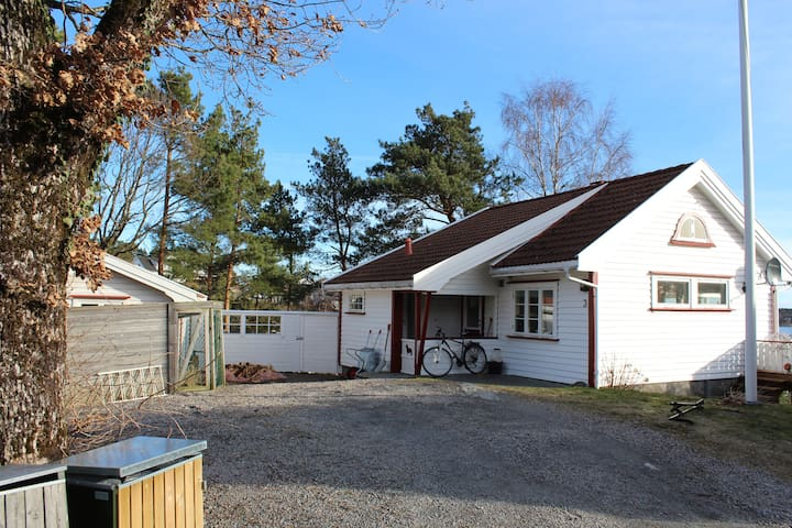 House With Great View. Car can be included if need - Grimstad - Huis
