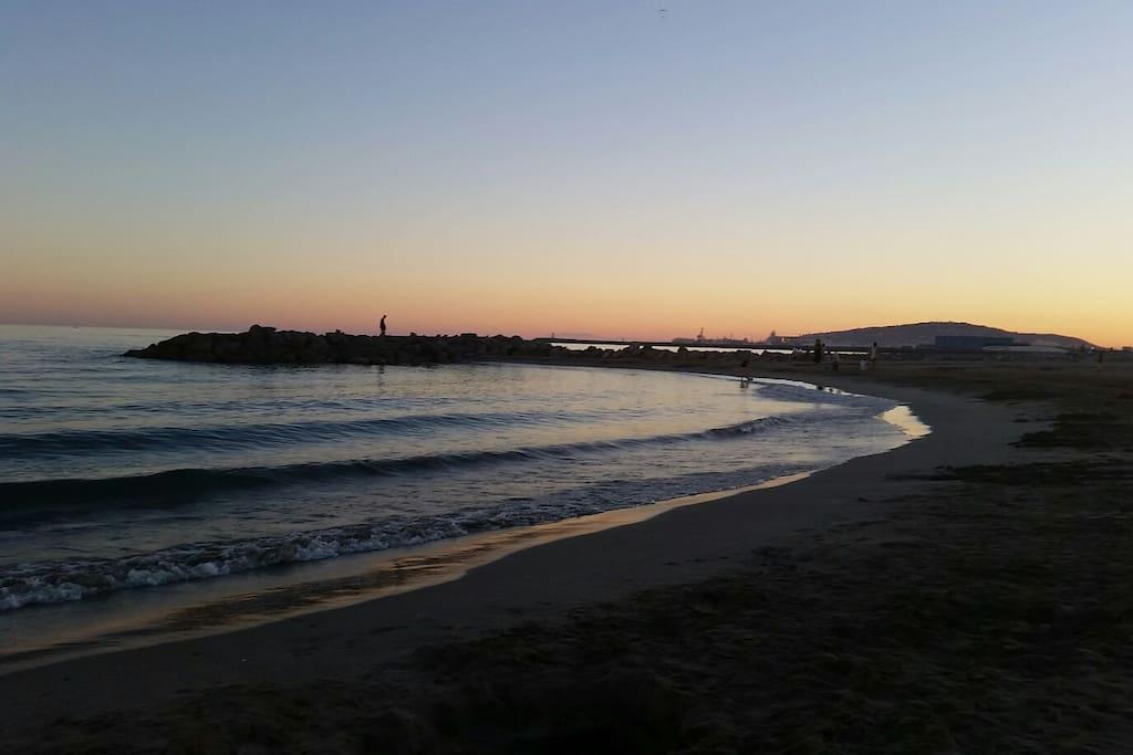 coucher de soleil à Frontignan plage  vue sur Sète