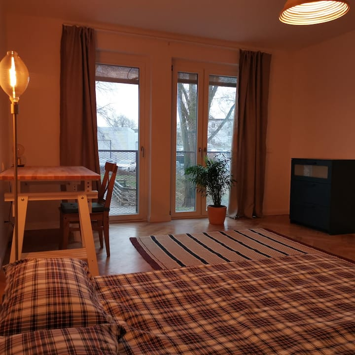 Enormous  Room 15min from Friedrichshain