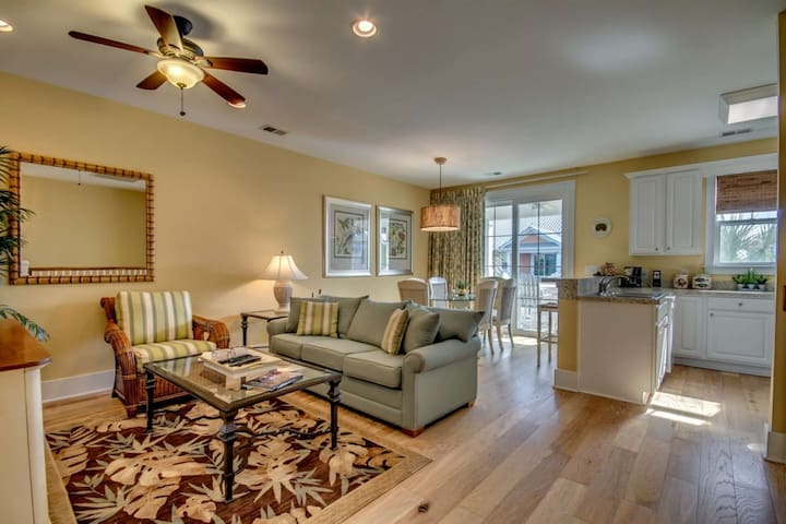 Special Summer Rates! Updated End Unit Villa in North Beach Plantation