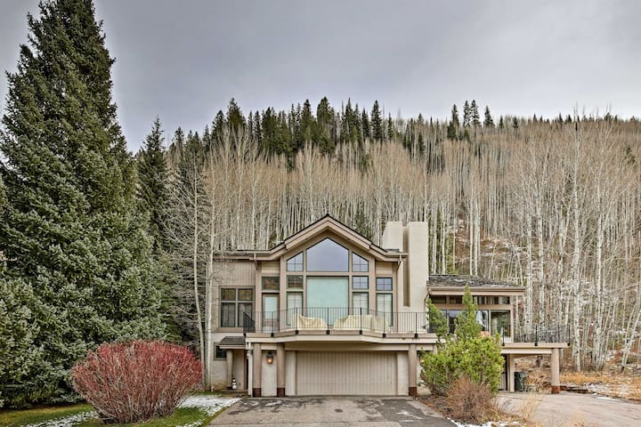 Mtn Home on Fairway w/Deck - Mins to Vail Resort!