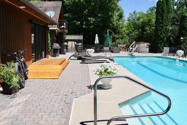 2 x Boutique hotel suites in the woods with pool