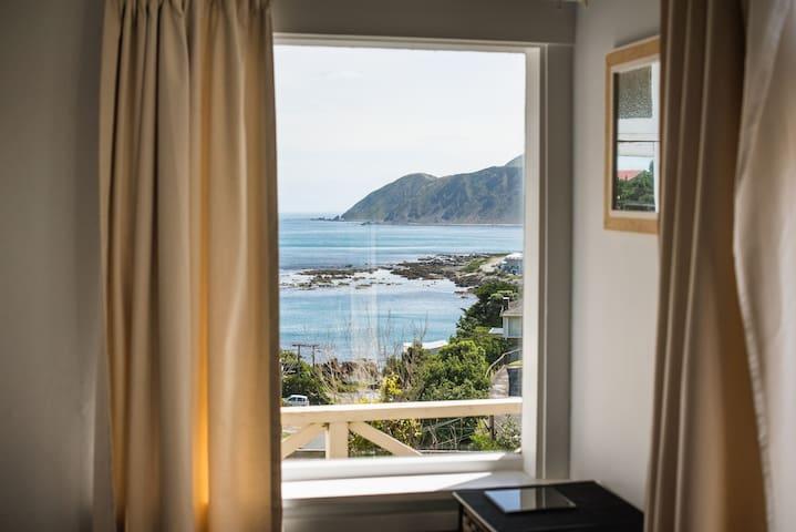 Cosy Island Bay studio with stunning views