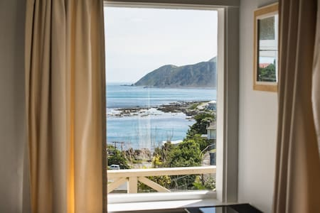Cosy Island Bay studio with stunning views