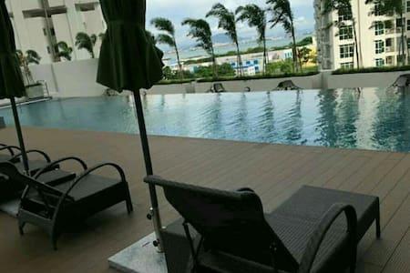 Comfort Deluxe Suites In Georgetown Penang - Jelutong - Lägenhet