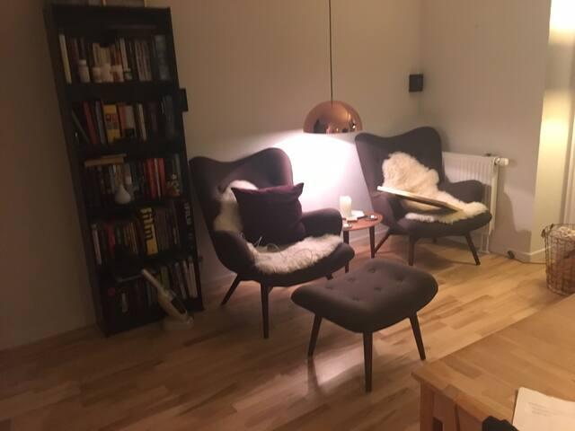 Small, cosy studio apartment right next to metro