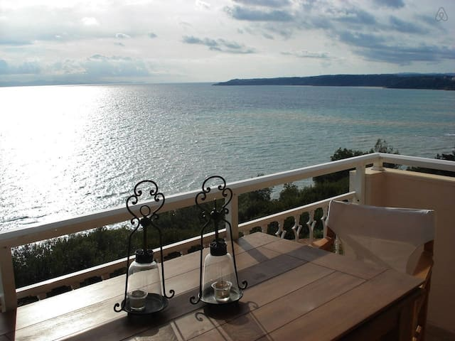 Cliff Beach House, 95 m², Private Beach - Nea Poteidaia - Leilighet
