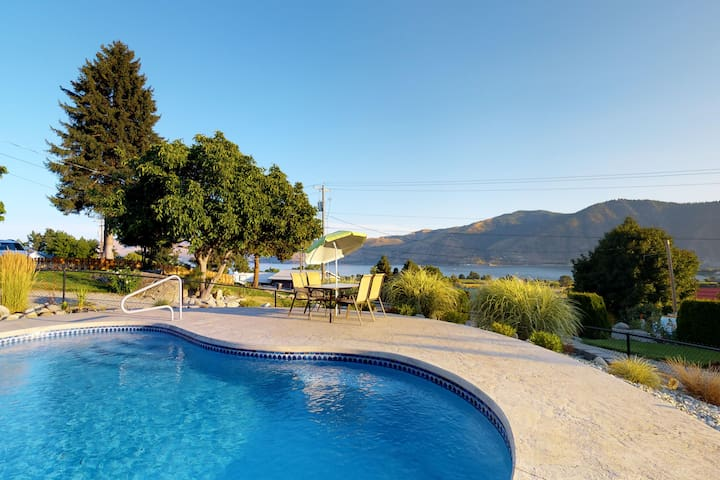 Rustic, dog-friendly home near Lake Chelan - private pool, hot tub & great views