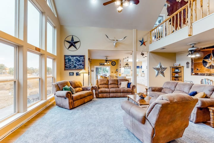 Dog-friendly, waterfront home w/lake views from patio, deck, central AC, firepit