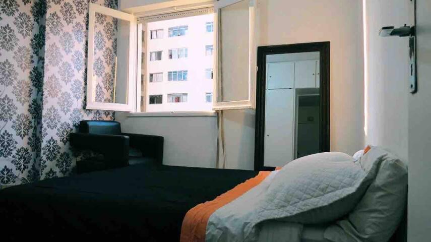 Casa em condomínio tranquilo no centro, prox metrô