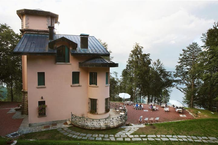 Suite with view of Lake Maggiore
