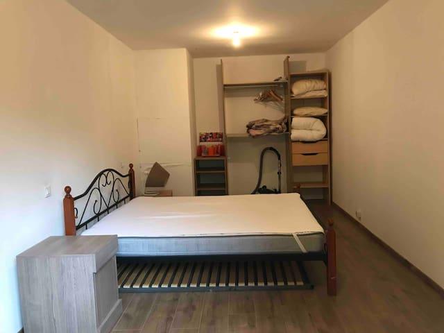 Chambre avec lit 200x 160