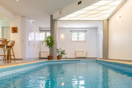 Private Pool & Garden modern apartment