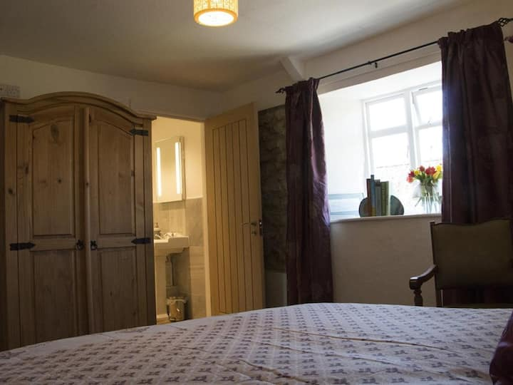 King size bed with ensuite shower at The Mitre Inn