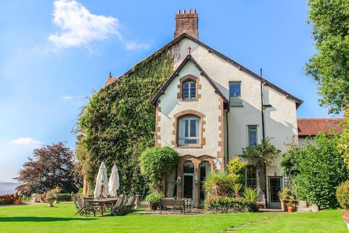 Amberstone Manor