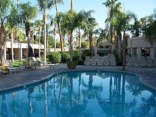 Downtown Palm Springs 3 bedroom Resort Condo