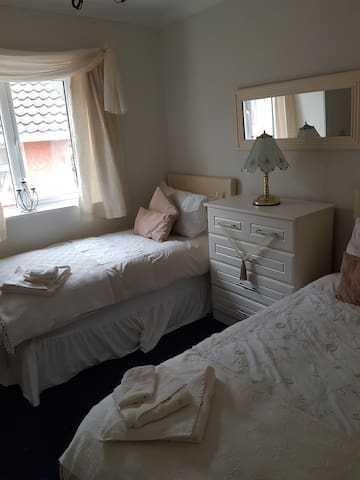 Elegant Twin Room, Killorglin town