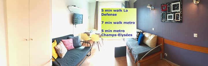 7 min walk Metro Line 1, La Defense, Paris, 6 pers