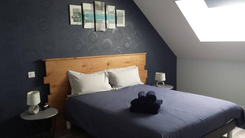 Chambre bleue (à l'étage)