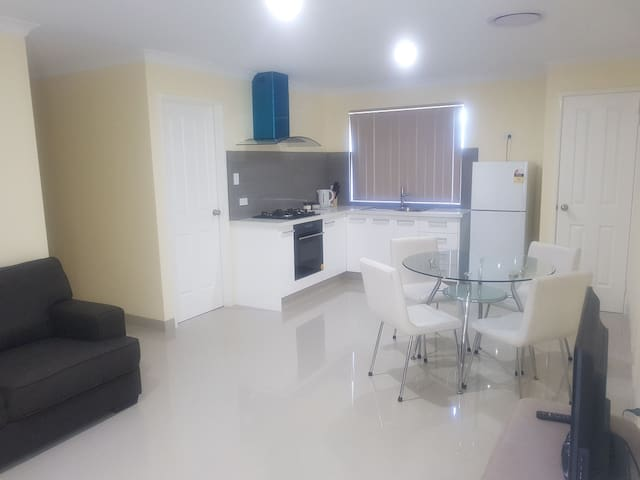 Close to Perth City & Airport