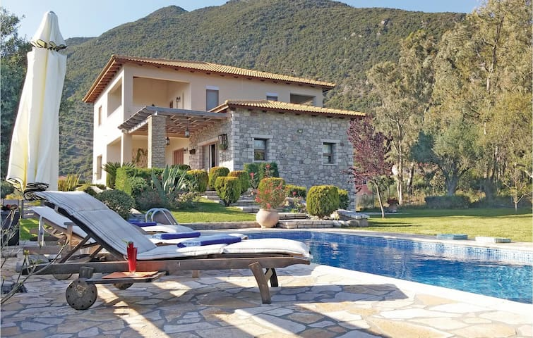 Holiday cottage with 4 bedrooms on 250m² in Skaloma Nafpaktos