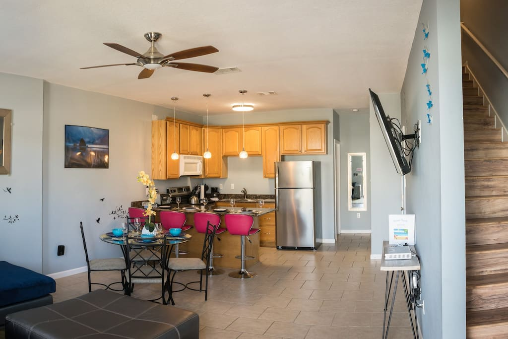 Spending your time together in the open living space with the fully equipped kitchen while enjoying the 55-inch flat screen Smart TV