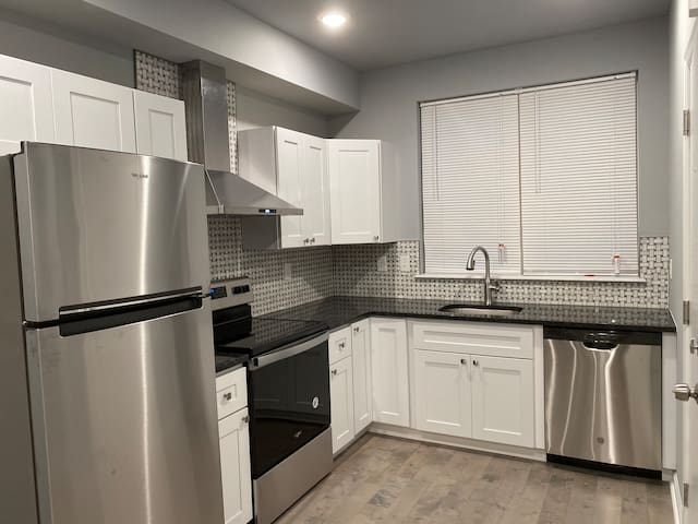 Brand new 3b3.5b Apt close to Drexel UPenn 30th st