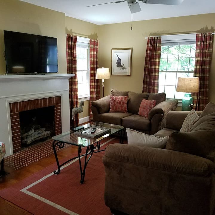 Well-Appointed Duplex Unit Chevy Chase walk to UK