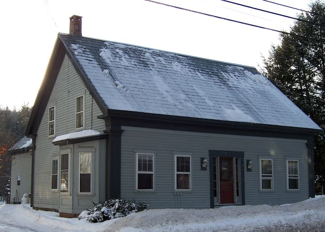 Charming  2 Bdrm near Skiing and  Village Green