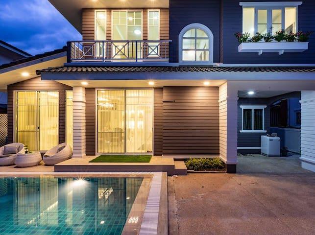 Best Location Stylish Pool Villa, Pimmada Emperior
