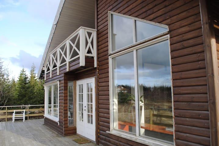 Magical Reykjavik Lake Cabin - Mosfellsbær - Haus