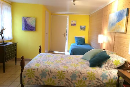Bright room with ensuite shower in B&B (2-4p). - Vex - Bed & Breakfast