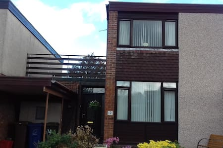 Double room in home nr Edinburgh - Bonnyrigg - Ev