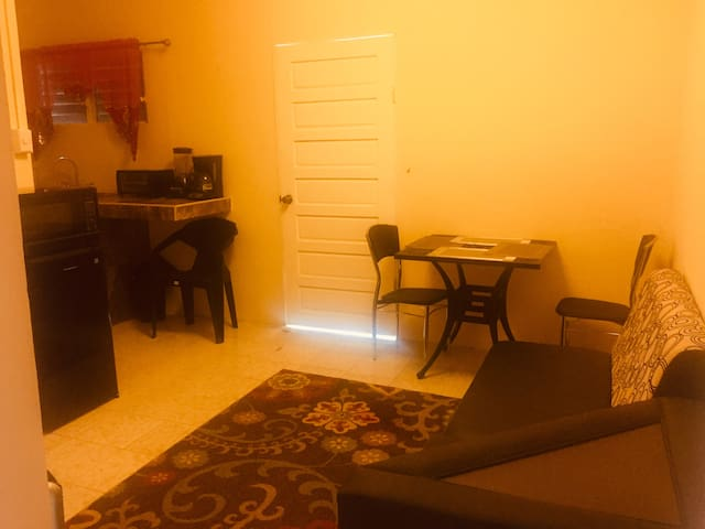 LnL's 1 bedroom/near to airport&city,AC,kitchen+