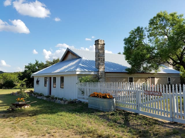 Erbstuck Ranch Guest House - Fredericksburg - Bed & Breakfast