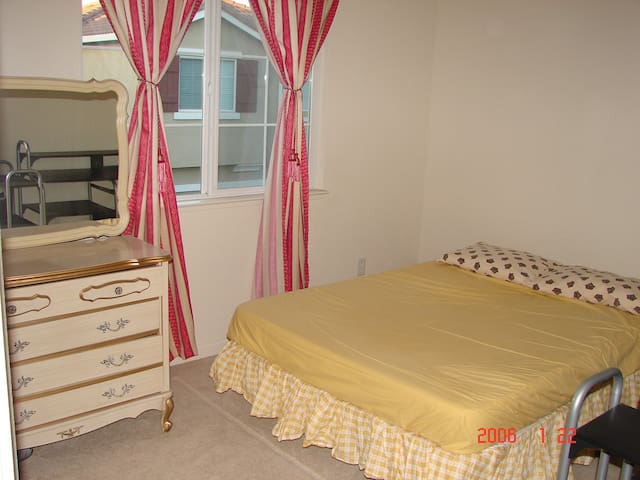 $895 Room for Rent in house