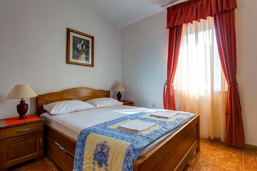 Queen Size Bed in Studio Apartment