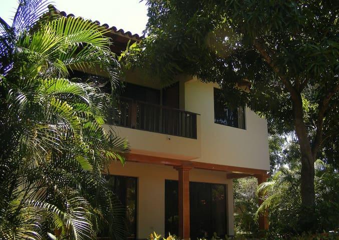 EXCELENTE CABAÑA CON 2 ÁREAS DE PISCINA - Santa Marta - Casa