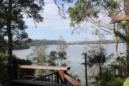 Broadwater Breeze, peaceful home on the water - Bilambil Heights